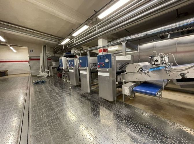 cake-production-line-fritsch-with-ofen-and-coolingtunnel_3